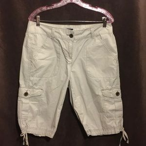 10 TOMMY HILFIGER Khaki Hiking Cargo Cropped Pants